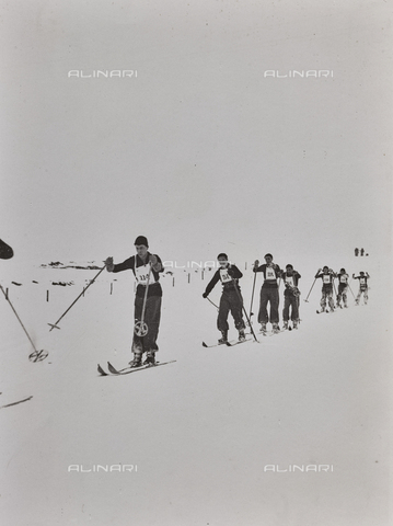 FVQ-F-119139-0000 - Long-distance skiing race