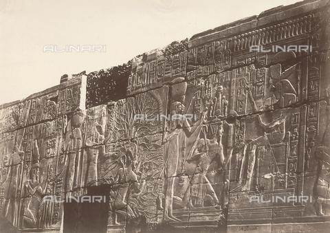 FVQ-F-121106-0000 - Particolare di un bassorilievo in un tempio di Karnak, in Egitto - Data dello scatto: 1870 - 1880 - Raccolte Museali Fratelli Alinari (RMFA), Firenze