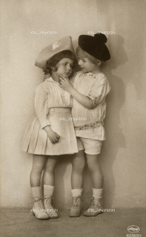 FVQ-F-123287-0000 - Portrait of children