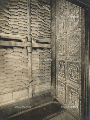 FVQ-F-123652-0000 - Protecting the Nord Gates of the Baptistery during the Second World War, Florence