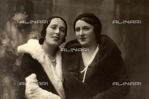 FVQ-F-125964-0000 - Portrait of two women - Date of photography: 1932 - Fratelli Alinari Museum Collections, Florence