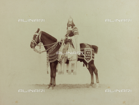 FVQ-F-132436-0000 - Florentine noble on horseback, in historic costume, during the historic procession held in Florence in 1887, for the inauguration of the new façade of the Cathedral - Data dello scatto: 1887 - Archivi Alinari, Firenze