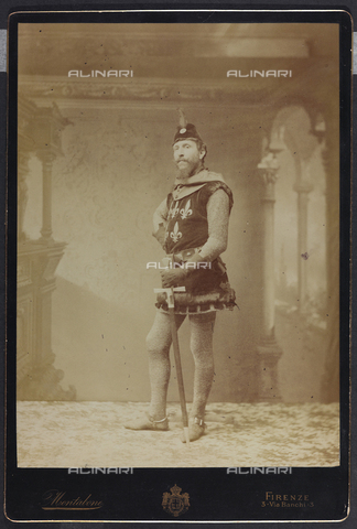 FVQ-F-132437-0000 - Florentine noble in historic costume, during the historic procession held in Florence in 1887 for the inauguration of the new façade of the Cathedral - Data dello scatto: 1887 - Archivi Alinari, Firenze