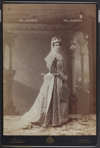 FVQ-F-132439-0000 - Florentine noble in historic costume, during the historic procession held in Florence in 1887, for the inauguration of the new façade of the Cathedral - Data dello scatto: 1887 - Archivi Alinari, Firenze