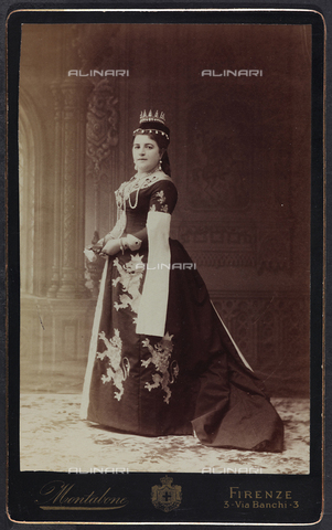 FVQ-F-132441-0000 - Florentine noble in historic costume, during the historic procession held in Florence in 1887, for the inauguration of the new façade of the Cathedral - Data dello scatto: 1887 - Archivi Alinari, Firenze