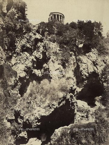 FVQ-F-141096-0000 - Il tempio di Vesta a Tivoli - Data dello scatto: 1855 ca - Archivi Alinari, Firenze