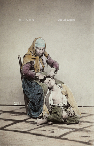 """FVQ-F-143988-0000 - Naples. """"Pidocchiosa"""" (miserly woman) - Data dello scatto: 1865 ca. - Archivi Alinari, Firenze"""