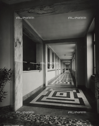 FVQ-F-145976-0000 - Corridor of a primary school in via Gattamelata, Milan - Data dello scatto: 1940-1945 - Archivi Alinari, Firenze