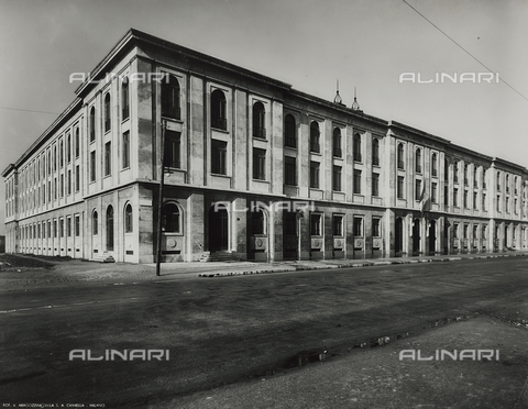 FVQ-F-145977-0000 - A primary school in via Gattamelata, Milan - Data dello scatto: 1940-1945 - Archivi Alinari, Firenze