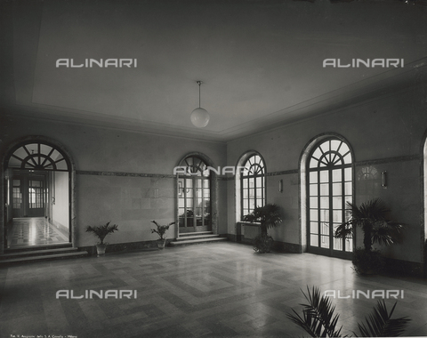 FVQ-F-145978-0000 - Main lobby of a primary school in via Gattamelata, Milan - Data dello scatto: 1940-1945 - Archivi Alinari, Firenze