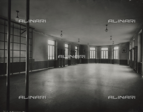 FVQ-F-145980-0000 - Gym of a primary school in via Gattamelata, Milan - Data dello scatto: 1940-1945 - Archivi Alinari, Firenze