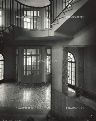 FVQ-F-145982-0000 - Atrium of an elementary school in via Gattamelata, Milan - Data dello scatto: 1940-1945 - Archivi Alinari, Firenze