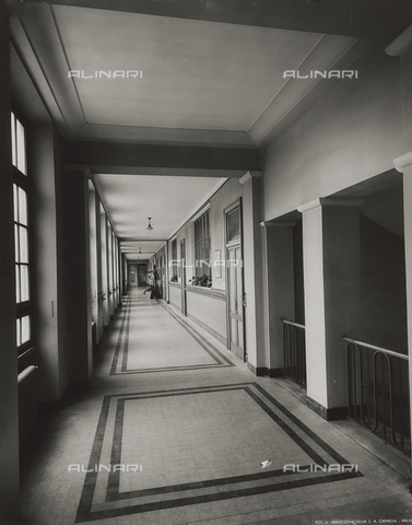 FVQ-F-145986-0000 - Corridor of one elementary school in via Leonardo da Vinci, Milan - Data dello scatto: 1940-1945 - Archivi Alinari, Firenze