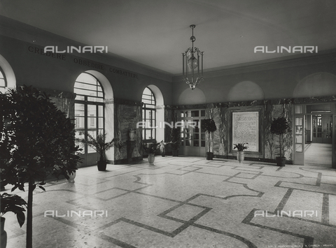 FVQ-F-145988-0000 - Entrance hall of one elementary school in via Leonardo da Vinci, Milan - Data dello scatto: 1940-1945 - Archivi Alinari, Firenze