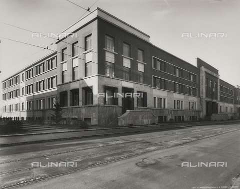 FVQ-F-145993-0000 - The elementary school E. Tonoli in Via Baggio, Milan - Data dello scatto: 1940-1945 - Archivi Alinari, Firenze