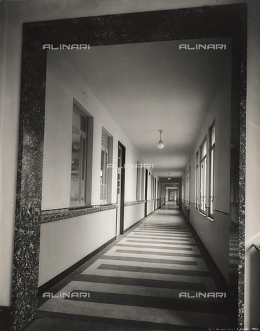 FVQ-F-145994-0000 - Corridor of the elementary school E. Tonoli in via Baggio, Milan - Data dello scatto: 1940-1945 - Archivi Alinari, Firenze