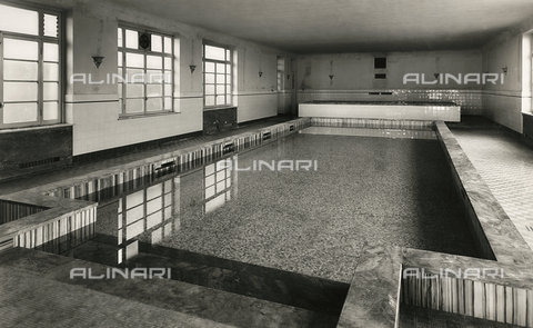 FVQ-F-145995-0000 - Covered pool of the elementary school E. Tonoli in via Baggio, Milan - Data dello scatto: 1940-1945 - Archivi Alinari, Firenze