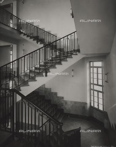 FVQ-F-145997-0000 - Scalone della scuola elementare E. Tonoli in via Baggio, Milano - Data dello scatto: 1940-1945 - Raccolte Museali Fratelli Alinari (RMFA), Firenze