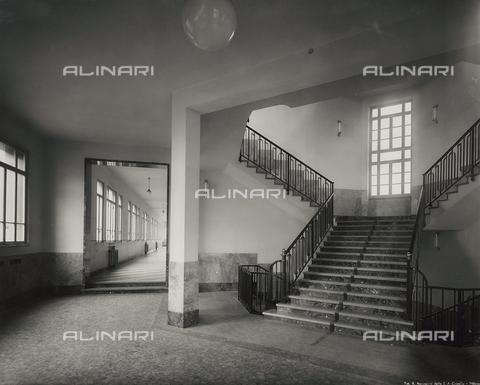 FVQ-F-145999-0000 - Scalone della scuola elementare E. Tonoli in via Baggio, Milano - Data dello scatto: 1940-1945 - Raccolte Museali Fratelli Alinari (RMFA), Firenze