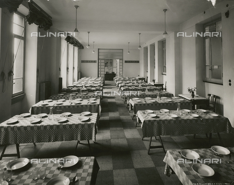 FVQ-F-146000-0000 - Refectory of elementary school E. Tonoli in via Baggio, Milan - Data dello scatto: 1940-1945 - Archivi Alinari, Firenze