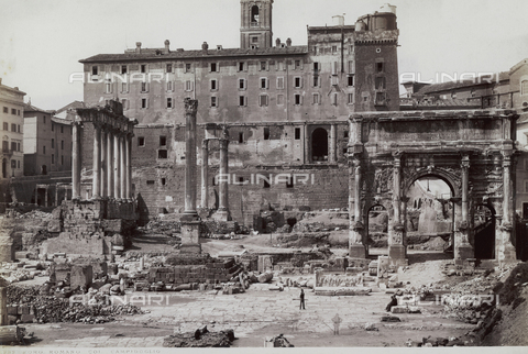 FVQ-F-147413-0000 - View of the Roman Forum with the arch of Septimus Severus and the temple of Saturn, Rome. In the background, the Senatorial Palace and the hills of Campidoglio are visible - Data dello scatto: 1890 ca. - Archivi Alinari, Firenze