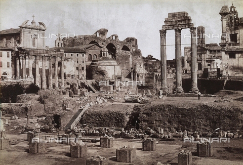 FVQ-F-147419-0000 - Temple of Antonino and Faustina, presently Church of S. Lorenzo in Miranda, and the Temple of Castori, Roman Forum - Data dello scatto: 1890 ca. - Archivi Alinari, Firenze