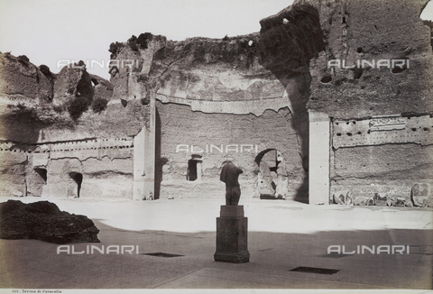 FVQ-F-147431-0000 - The gymnasium of the Caracalla Thermal Baths, Rome. A fragment of a statue is shown on a base - Data dello scatto: 1890 ca. - Archivi Alinari, Firenze