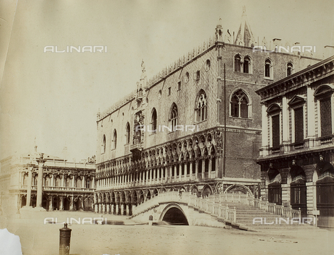 FVQ-F-147522-0000 - View of Venice from the Bank of the Schiavoni, with the Ponte della Paglia and the Palazzo Ducale - Data dello scatto: 1865-1875 - Archivi Alinari, Firenze