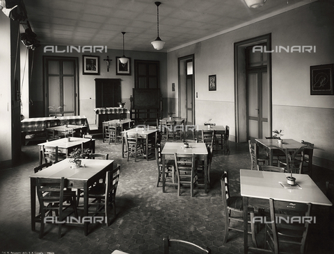 FVQ-F-149005-0000 - Dining room at the elementary school in via Leonardo da Vinci, Milan - Data dello scatto: 1940-1945 - Archivi Alinari, Firenze