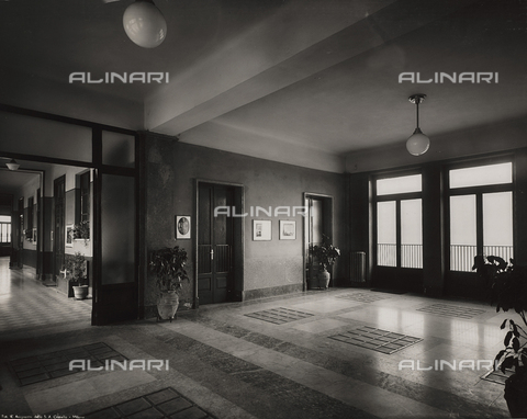 "FVQ-F-149008-0000 - Interior of the elementary school ""Luigi Cadorna"" in Via Carlo Dolci, Milan - Data dello scatto: 1940-1950 - Archivi Alinari, Firenze"