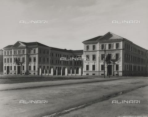 """FVQ-F-149009-0000 - La scuola elementare """"Luigi Cadorna"""" in via Carlo Dolci, Milano - Data dello scatto: 1940-1950 - Raccolte Museali Fratelli Alinari (RMFA), Firenze"""