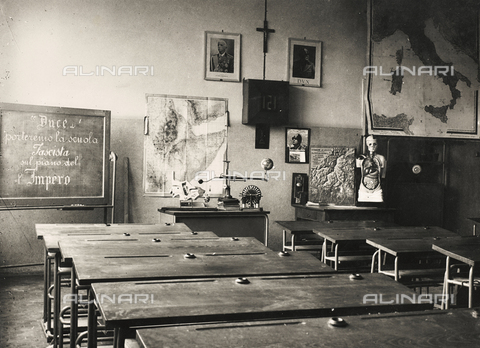 "FVQ-F-149486-0000 - Elementary schools Giovanni Berta, Lecco: a classroom with some teaching aids; on the blackboard the words ""Duce we will bring the Fascist School on the Plan of the Empire"" - Data dello scatto: 1930-1940 - Archivi Alinari, Firenze"