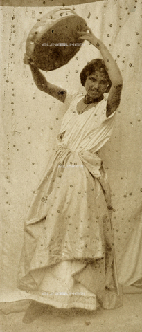 FVQ-F-149975-0000 - Portrait of a young dancer raising her arms. In her hands, she holds a tambourine - Data dello scatto: 1852 - 1854 - Archivi Alinari, Firenze