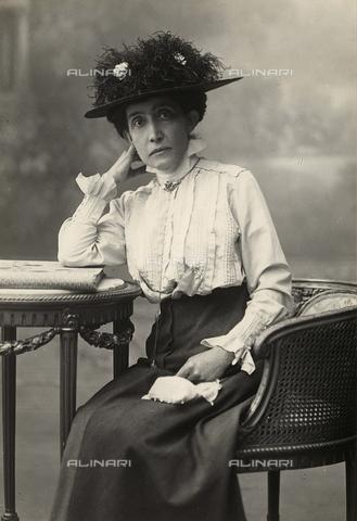 FVQ-F-157561-0000 - Woman's portrait - Data dello scatto: 1910 ca. - Archivi Alinari, Firenze