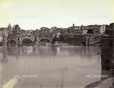 FVQ-F-158706-0000 - View of a tract of the Tevere river and of the ponte Rotto in Rome (photo attributed to Simelli - printed in the Chauffourier laboratory which processed Simelli's plates) - Data dello scatto: 1865 ca. - Archivi Alinari, Firenze