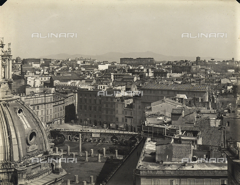 FVQ-F-158756-0000 - Veduta panoramica della città di Roma. Sullo sfondo si nota il Colosseo - Data dello scatto: 1915 ca. - Archivi Alinari, Firenze