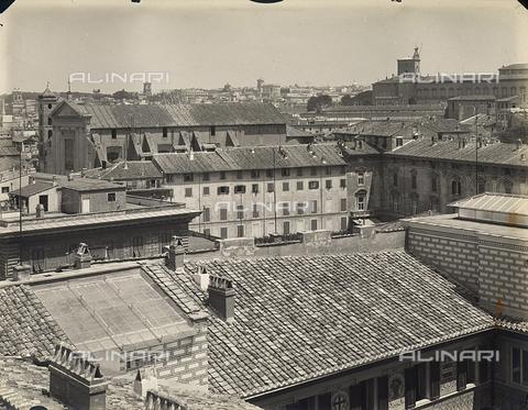 FVQ-F-158764-0000 - View of the city of Rome; visible the basilica of the Ss. Apostoli and the palazzo del Quirinale - Data dello scatto: 1915 ca. - Archivi Alinari, Firenze