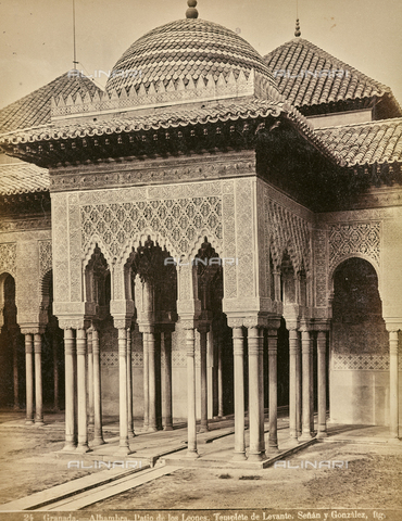 FVQ-F-159301-0000 - Courtyard of the Lions (Patio de los Leones) in the Alhambra in Granada - Date of photography: 1880-1890 ca. - Fratelli Alinari Museum Collections, Florence