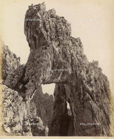 "FVQ-F-159737-0000 - ""Natural arch"", Capri - Data dello scatto: 1870-1880 - Archivi Alinari, Firenze"