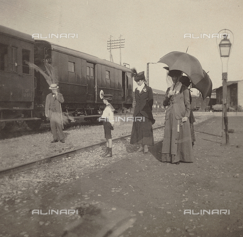 FVQ-F-160075-0000 - World War I: Train of the Red Cross in the train station of Florence