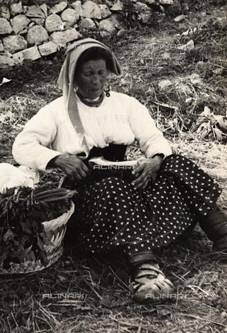 FVQ-F-169951-0000 - Donna ciociara di Alatri - Data dello scatto: 1936 - Archivi Alinari, Firenze