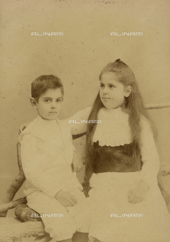 FVQ-F-176876-0000 - Portrait of Maria and Giovanni Bonmartini, children of Linda Murri and grandchildren of the famous doctor Augusto Murri, whose family was involved in a national resonance criminal scandal - Date of photography: 29/11/1903 - Fratelli Alinari Museum Collections, Florence