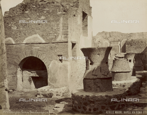 FVQ-F-179053-0000 - Oven, Pompeii - Date of photography: 1875-1888 - Fratelli Alinari Museum Collections, Florence