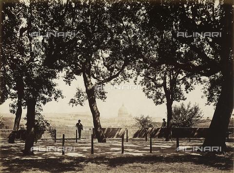 FVQ-F-190847-0000 - Veduta di San Pietro da Villa Pamphilj a Roma - Data dello scatto: 1870 ca. - Raccolte Museali Fratelli Alinari (RMFA), Firenze