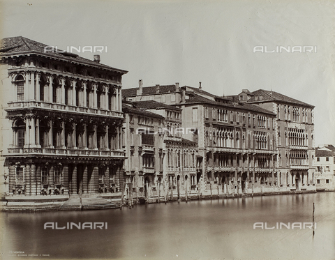 FVQ-F-192096-0000 - View of the Grand Canal in Venice, with the façades of Ca' Rezzonico, Palazzo Giustinian and Ca' Foscari - Data dello scatto: 1865-1875 - Archivi Alinari, Firenze