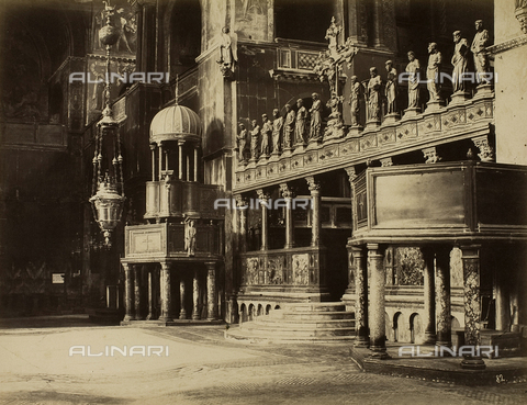 FVQ-F-193893-0000 - Inner view of the Basilica of San Marco, Venice - Data dello scatto: 1865-1875 - Archivi Alinari, Firenze