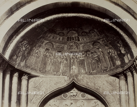 FVQ-F-193898-0000 - Left side doorway of the Basilica of San Marco in Venice, detail with the mosaic of the Transfer of Saint Mark's Body - Data dello scatto: 1865-1875 - Archivi Alinari, Firenze