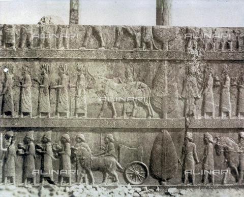 FVQ-F-198902-0000 - Bassorilievo con scena di rito religioso, proveniente dalle rovine di Termopili - Raccolte Museali Fratelli Alinari (RMFA), Firenze