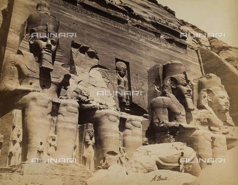 FVQ-F-206709-0000 - I colossi di Ramses II sul lato destro della facciata del Grande Tempio di Abu Simbel, nella Bassa Nubia in Egitto - Data dello scatto: 1870 - 1880 - Raccolte Museali Fratelli Alinari (RMFA), Firenze