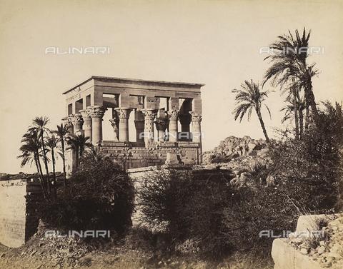 FVQ-F-206721-0000 - Trajan's pavilion inside the monumental complex on the island of File, Egypt - Data dello scatto: 1870 - Archivi Alinari, Firenze